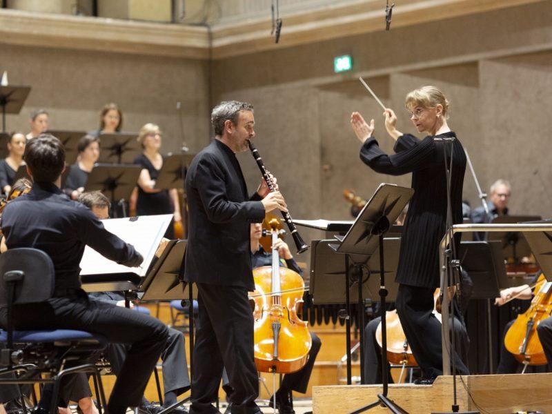 Chor und Symphonieorchester des Bayerischen Rundfunks mit Jörg Widmann und Susanna Mälkki © Astrid Ackermann