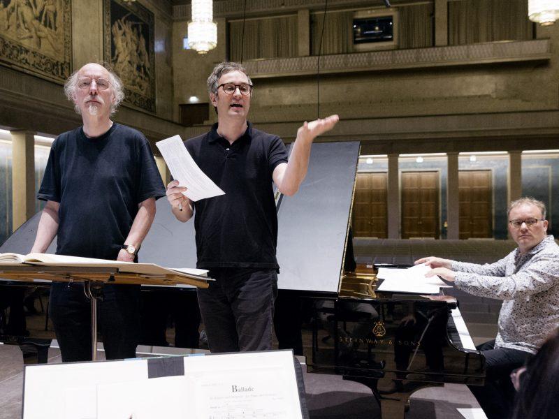 Dirigent Johannes Kalitzke, Komponist Hans Thomalla, Pianist Nicolas Hodges (v.l.n.r.). Foto: Astrid Ackermann