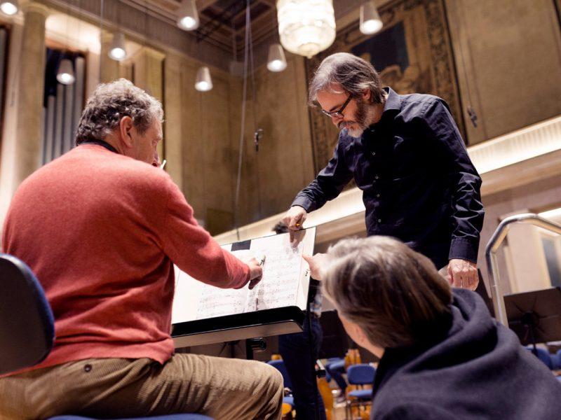 Florian Sonnleitner (BRSO, links) und Ilan Volkov (Dirigent, rechts) (c) Astrid Ackermann