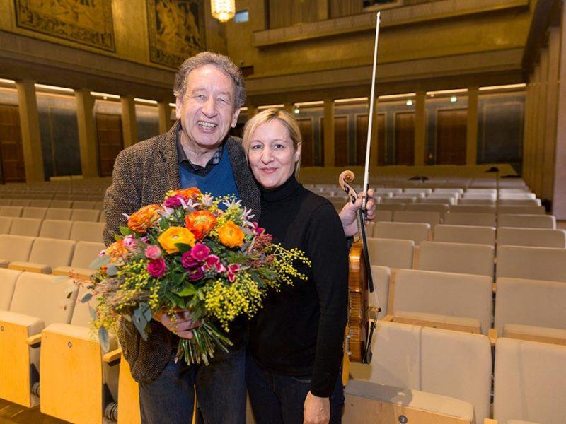 Florian Sonnleitner, erster Konzertmeister des BRSO, bei seinem letzten musica viva Konzert vor dem Ruhestand, mit Pia Steigerwald (Produktion). (c) Astrid Ackermann