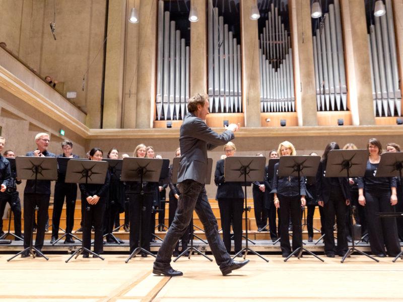 Chor des Bayerischen Rundfunks und Rupert Huber © Astrid Ackermann
