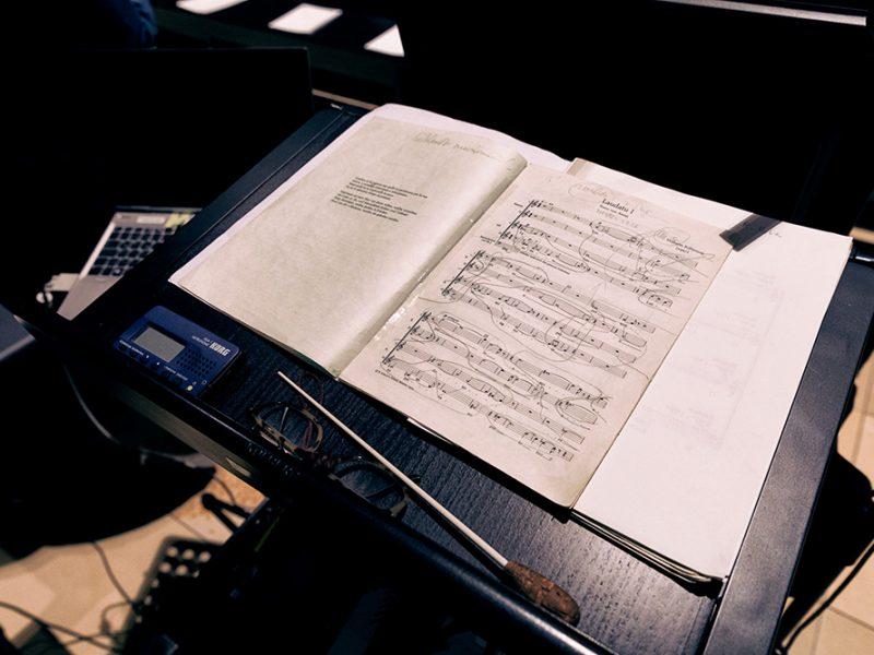 Rupert Huber dirigiert den BR-Chor. Generalprobe am 27.9.2017. (c) Astrid Ackermann